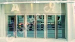 Puertas Pivotantes Acristaladas